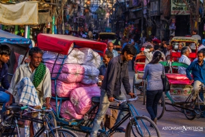 india street crowd